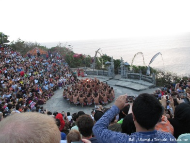 The daily 6pm show @ Uluwatu Temple